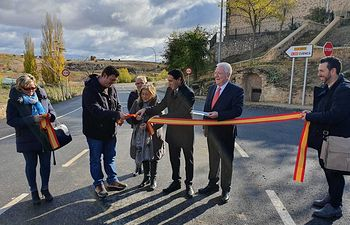 Inauguración de las obras de rehabilitación de la carretera CUV-9002 que une las localidades de Valdeolivas y Villar del Infantado.