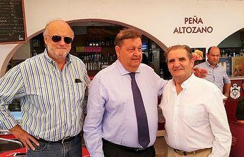 Foto Gómez Mora con Fernández Vaquero y Patrocinio Gómez
