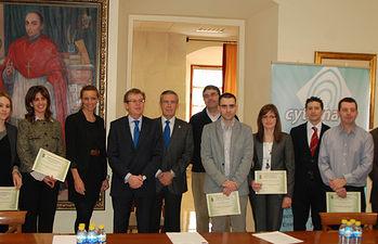 El rector de la UCLM, Miguel Ángel Collado, junto a los galardonados en los Premios QUANDO