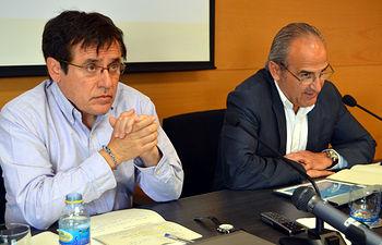 De izqda. a dcha.: Félix Ovejero y Juan Ramón de Páramo.