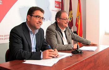 Modesto Belinchón, candidato a la alcaldía de Albacete por el PSOE, junto a Antonio Martínez, portavoz del PSOE en el Ayuntamiento de Albacete.