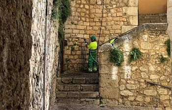 El Ayuntamiento de Cuenca inicia una campaña planificada de limpieza de grafitis.