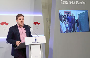 Toledo, 08-02-2017.- El portavoz del Gobierno regional, Nacho Hernando, informa de los acuerdos del Consejo de Gobierno, en el Palacio de Fuensalida. (Foto: Álvaro Ruiz // JCCM)