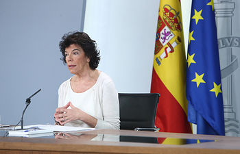La ministra de Educación y Formación Profesional y portavoz del Gobierno en funciones, Isabel Celaá, responde a las preguntas de los medios de comunicación, en la rueda de prensa posterior al Consejo de Ministros.