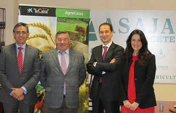 Firma convenio CAIXABANK y ASAJA - 11-04-14.