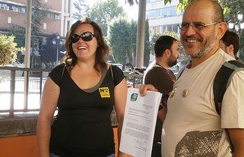 María Andrés y Carlos Villeta durante la presentación de alegaciones contra el cementerio nuclear