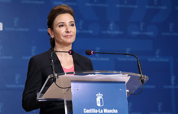 Marta Garcia de la Calzada en rueda de prensa2. Foto: JCCM.