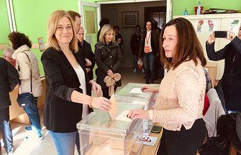 Carmen Picazo votando 10N.