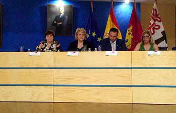 El curso ha sido inaugurado por la vicerrectora de Cultura y Extensión Universitaria, María Ángeles Zurilla.