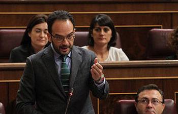 Antonio Hernando durante su interpelación a la vicepresidenta