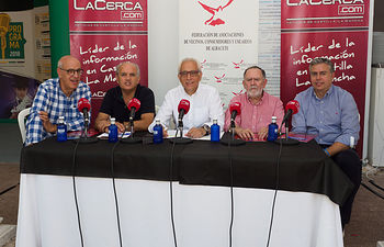 'Ciudadanía en Marcha' se acerca a la exposición 'Los Espacios del Agua en Albacete' en el stand de la FAVA en la Feria