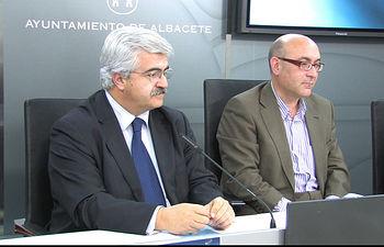 El presidente de FECAM, Eloy Molina, y el concejal de Deportes, Juan Antonio Belmonte.