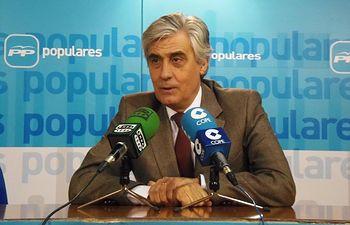 Tomás Burgos.