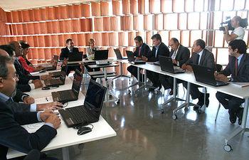La vicepresidenta y consejera de Economía y Hacienda, María Luisa Araújo, asistió hoy como invitada a la primera reunión del Consejo Regional de Cámaras, tras su reciente constitución.