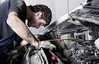 Trabajador - Mecánico.