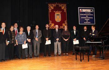 Llanos Navarro y Mª Ángeles Martínez felicitan a Pedro López Salas como ganador del Concurso Nacional de Pianistas 'Ciudad de Albacete'