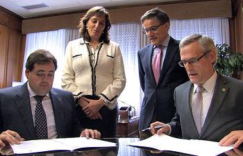 Momento de la firma del convenio entre la Fiscalía Superior de Castilla-La Mancha y la UNED de Albacete