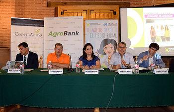 Mesa inaugural de la jornada sobre emprendimiento de la mujer rural en El Progreso. Foto: Cooperativas Agro-alimentarias.