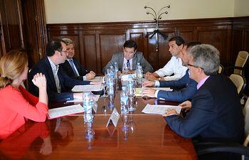 Carlos Cabanas se reúne con directivos de la Asociación Empresarial de Mostos y Zumos de España. Foto: Ministerio de Agricultura, Alimentación y Medio Ambiente
