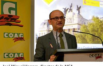 COAG traslada a la AICA la documentación necesaria para que inicie una investigación por la compra a pérdidas de leche al 77% de las explotaciones gallegas. Foto: COAG.