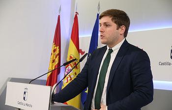 El portavoz del Gobierno regional, Nacho Hernando, informa, en el Palacio de Fuensalida, de los acuerdos del Consejo de Gobierno. (Fotos: Ignacio López // JCCM)