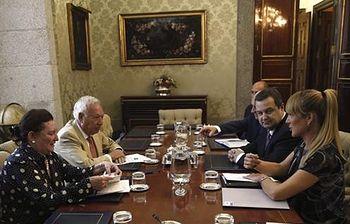 Ministro de Asuntos Exteriores y Cooperación, José Manuel García-Margallo y su homólogo, el vicepresidente serbio, Ivica Dacic. Foto: EFE.
