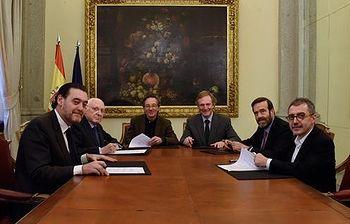 Fotografía de la firma del acuerdo. (Foto Ministerio)