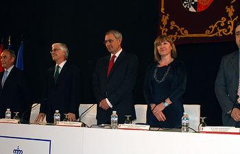 El rector presidió el acto de entrega de becas a las promociones del CEU de Talavera.