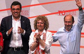 Rubalcaba, Díaz Tezanos y Cortés durante el mitin
