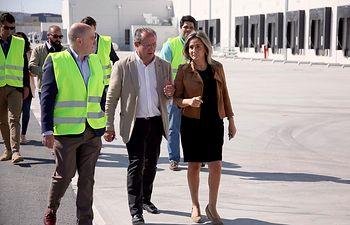 Milagros Tolón visita a la planta logística de Logisfashion.