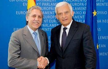 El Secretario de Estado español para la Unión Europea, Diego López Garrido, y el Presidente del Parlamento Europeo, Jerzy Buzek. Foto: Union Europea