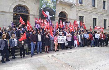 Concentración a las puertas de la Diputación Provincial de Cuenca