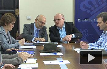 El director general de Salud Pública y Consumo, Manuel Tordera, junto al delegado provincial de JCCM en Albacete, Pedro Antonio Ruiz Santos, en la reunión sobre el brote de Hepatitis A
