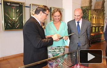Casero visita el Salón de Cuchillería en el Recinto Ferial de Albacete (2). Foto: JCCM.
