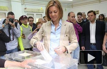 María Dolores de Cospedal ejerciendo su derecho al voto