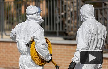 Coronavirus Dos militares de la UME -Limpieza y dedinfección. Foto: Europa Press 2020