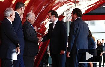 El presidente del Gobierno, Mariano Rajoy, a su llegada al Museo Nacional de Arte Reina Sofía, en cuyo auditorio se ha celebrado la IV edición de los Premios CEPYME.