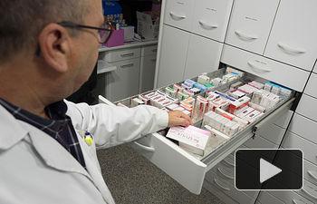 Medicamentos en la rebotica de una farmacia