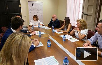 Reunión de la consejera de Bienestar Social de la JCCM, Aurelia Sánchez, con la Federación de Balnearios de Castilla-La Mancha. Foto: Manuel Lozano García / La Cerca