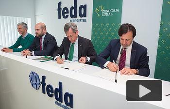 Firma del convenio entre Eurocaja Rural y FEDA