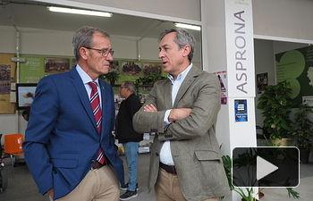 Lucio Gómez, presidente de ASPRONA, junto a Javier López, presidente de Eurocaja Rural. Foto: La Cerca - Manuel Lozano Garcia