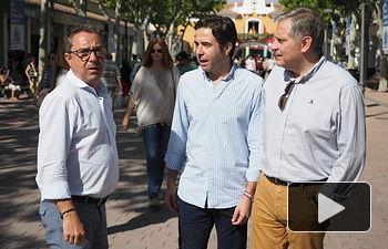 El portavoz del Partido Popular de Castilla-La Mancha, Lorenzo Robisco, visita la Feria de Albacete.