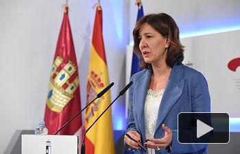 La consejera de Igualdad y Portavoz del Gobierno regional, Blanca Fernández, informa de los acuerdos aprobados en el Consejo de Gobierno, en el Palacio de Fuensalida. (Foto: José Ramón Márquez // JCCM).