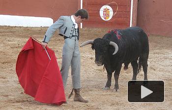 Juan Luis Rodríguez, matador de toros, durante el Festival taurino celebrado en Povedilla