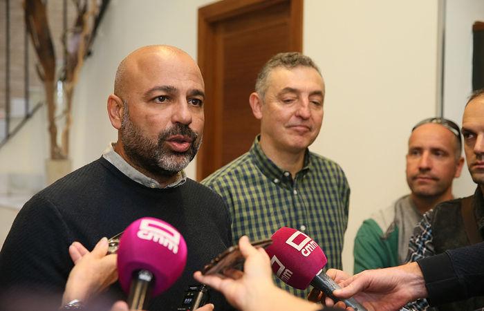El vicepresidente segundo del Gobierno regional, José García Molina, se ha reunido con el portavoz de Ecologistas en Acción en Castilla-La Mancha, Miguel Ángel Hernández. (Fotos: Ignacio López//JCCM)