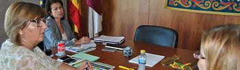 La consejera de Educación recoge las peticiones de intervención educativa en el alumnado con TDAH. Foto: JCCM.