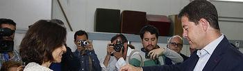Votación de Emiliano García-Page en el Colegio Ciudad de Nara en Toledo