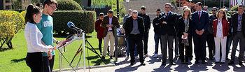 Dos estudiantes de Periodismo participaron en el acto (Imagen de la Facultad de Periodismo de la UCLM)