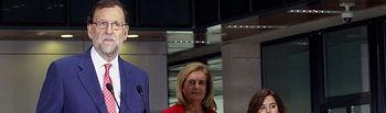 El presidente del Gobierno en funciones, Mariano Rajoy, acompañado por la vicepresidenta en funciones, Soraya Sáenz de Santamaría, y la ministra de Empleo y Seguridad Social en funciones, Fátima Báñez, durante su intervención en la inauguración de sede de la Gerencia de Informática de la Seguridad Social.