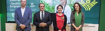La directora del Instituto de la Mujer, Araceli Martínez, presenta, junto al presidente de la Caja Rural Castilla-La Mancha, Andrés Gómez Mora, el proyecto Universidad Rural de la Fundación Caja Rural Castilla-La Mancha. Foto: JCCM.